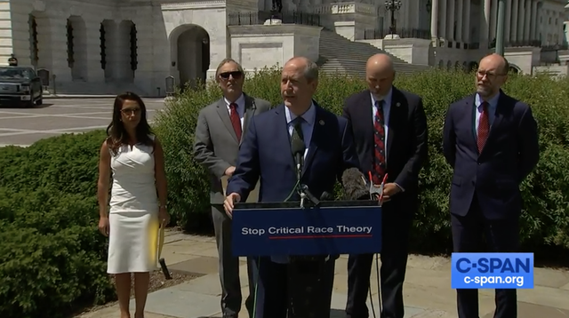 <p>Los republicanos del House Freedom Caucus presentan una legislación para detener la enseñanza de la teoría crítica de la raza</p>