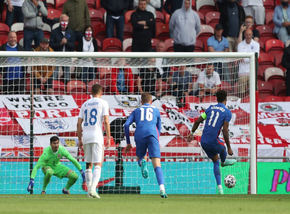 <p>Marcus Rashford slots home from the penalty spot</p>