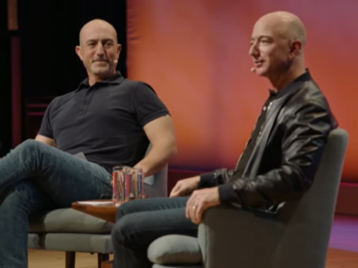 Jeff Bezos: Conoce a su hermano menor, Mark, quien lo acompañará al espacio  en Blue Origin | Independent Español