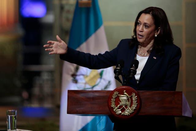 <p>La vicepresidenta Kamala Harris ofrece un discurso durante una conferencia de prensa en el Palacio Nacional en la Ciudad de Guatemala, el lunes 7 de junio de 2021.</p>