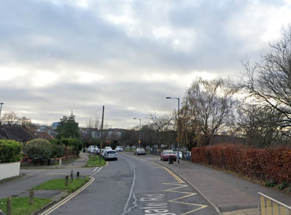 <p>Incident took place on Stoneygate Road in Luton</p>