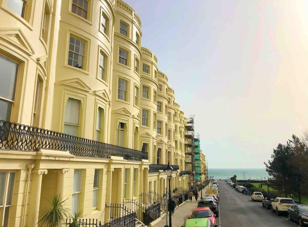 <p>Brunswick Square is perfectly located by the seafront</p>