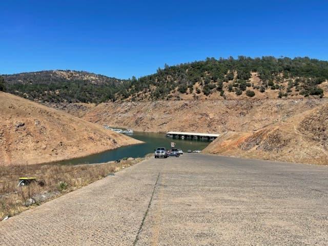 <p>El nivel del agua en el lago Oroville en el norte de California ha bajado varios cientos de pies. Se espera que alcance un mínimo histórico a finales de este verano.</p>