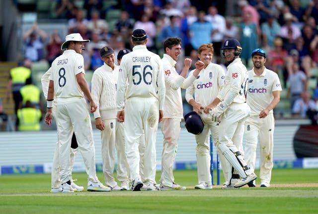 Dan Lawrence (centre) celebrates his wicket