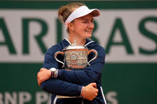 Barbora Krejcikova hugs the Coupe Suzanne Lenglen