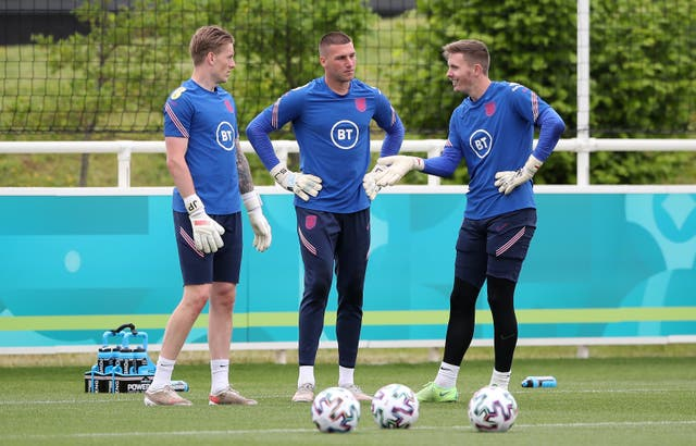 <p>Jordan Pickford (left) is relishing battle for the England number one spot</p>