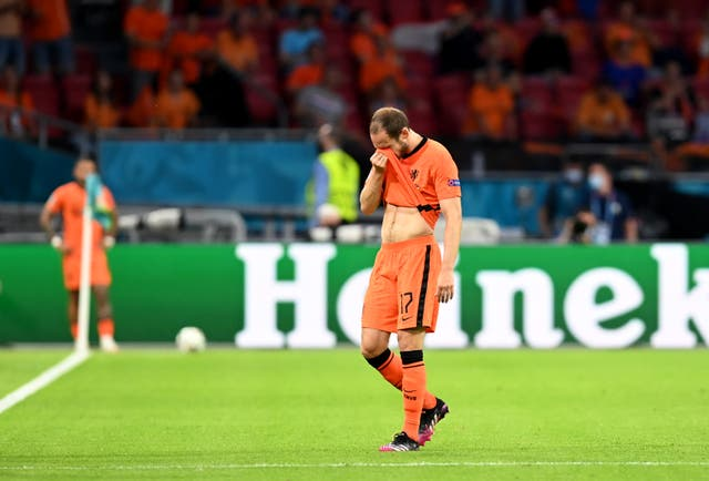 <p>Daley Blind of Netherlands reacts as he leaves the pitch</p>