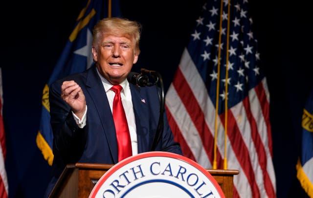 <p>El ex presidente de los Estados Unidos, Donald Trump, se dirige a la convención estatal NCGOP el 5 de junio de 2021 en Greenville, Carolina del Norte.</p>