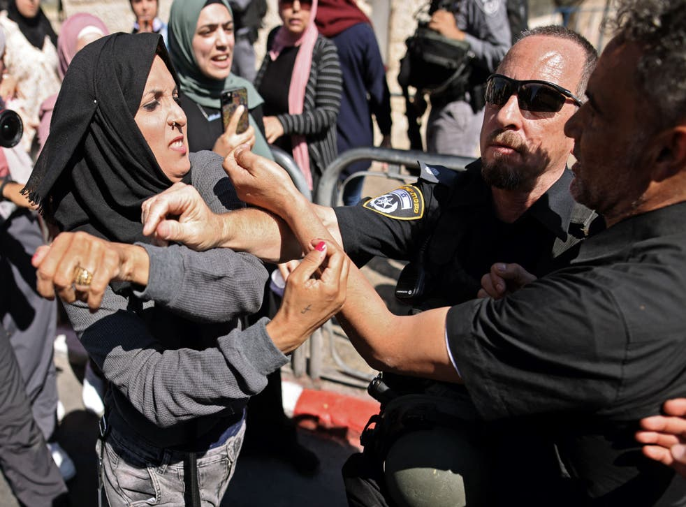<p>A Palestinian woman confronts Israeli security forces outside the Damascus gate in east Jerusalem</p>