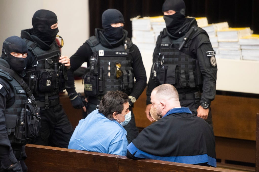 Slovakia court tosses acquittals in reporter's slaying