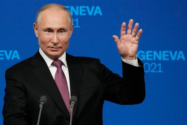 <p>El presidente de Rusia, Vladimir Putin, ofrece una conferencia de prensa tras reunirse con el presidente de Estados Unidos en Ginebra.</p>