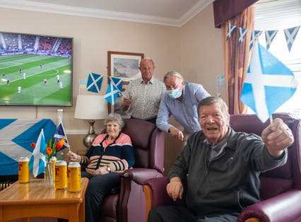 <p>Residents with Alan Rough</p>