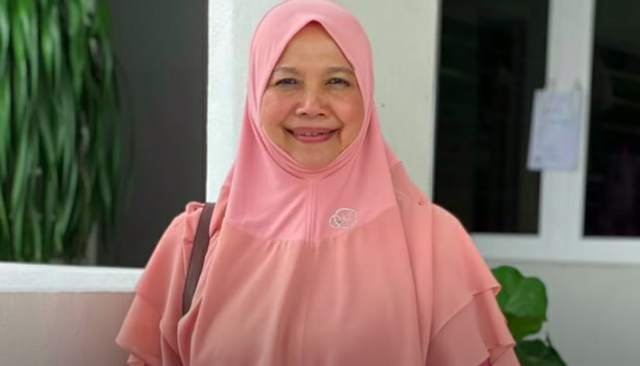 <p>A Malaysian professor has triggered a backlash for saying women should 'act dumb' in order to attract a man</p>