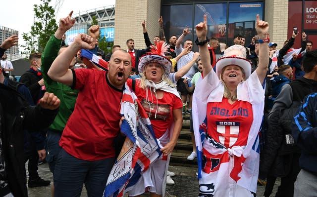 <p>Fans de Inglaterra fuera de Wembley</p>