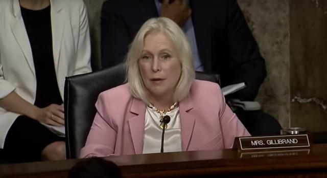 <p>Kristen Gillibrand interroga a altos mandos militares en el Comité de Servicios Armados del Senado</p>