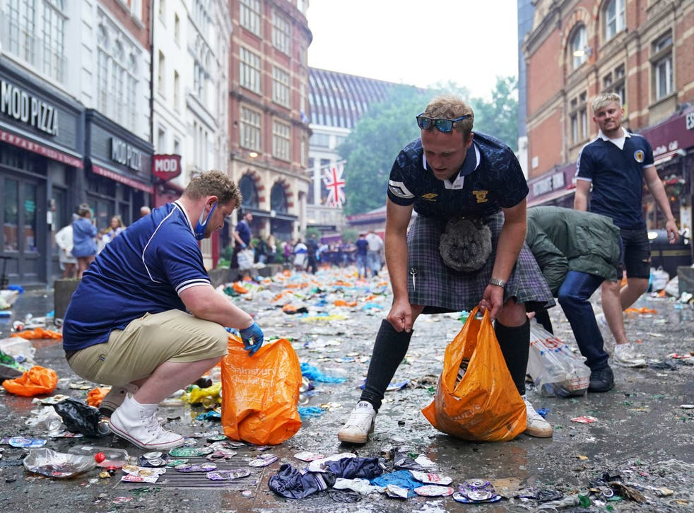 Scotland fans clean up litter after crowds gather in central London | The  Independent