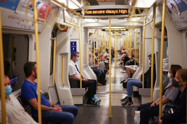 <p>Soon Londoners will be able to chat the phone while on the tube</p>