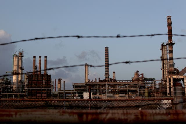 <p>Limetree oil refinery is being closed after questions of it reopening</p>