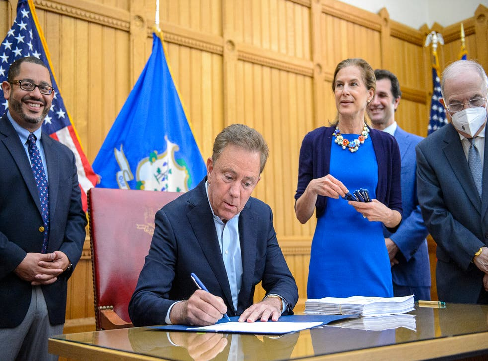 <p>Ned Lamont signs bill allowing 21-year-olds and over to use weed</p>