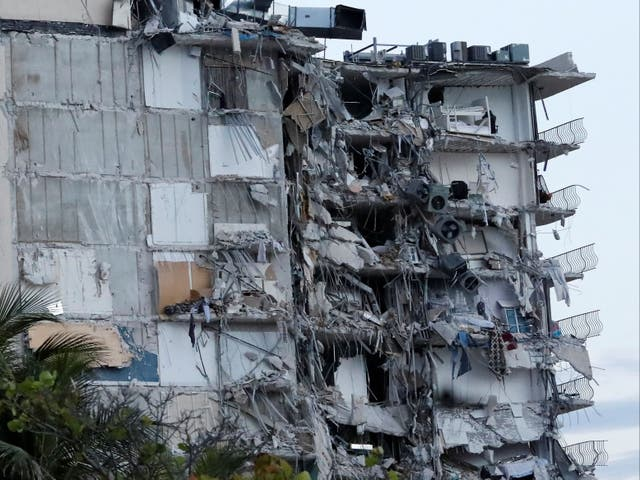 <p>Partial building collapse in Miami Beach</p>