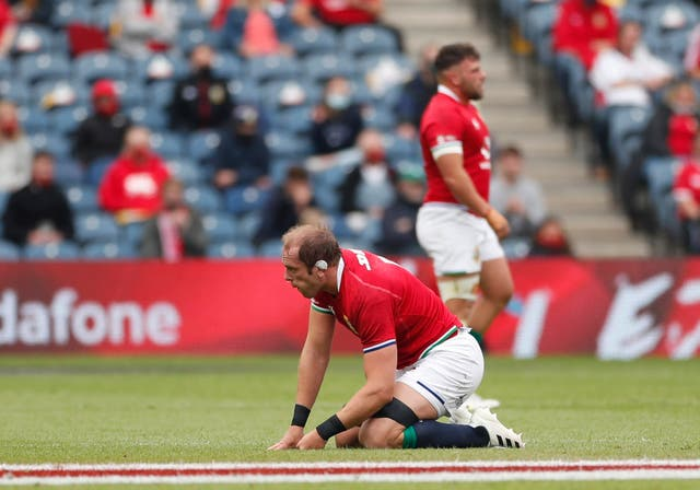 <p>Alun Wyn Jones goes down with a shoulder injury </p>