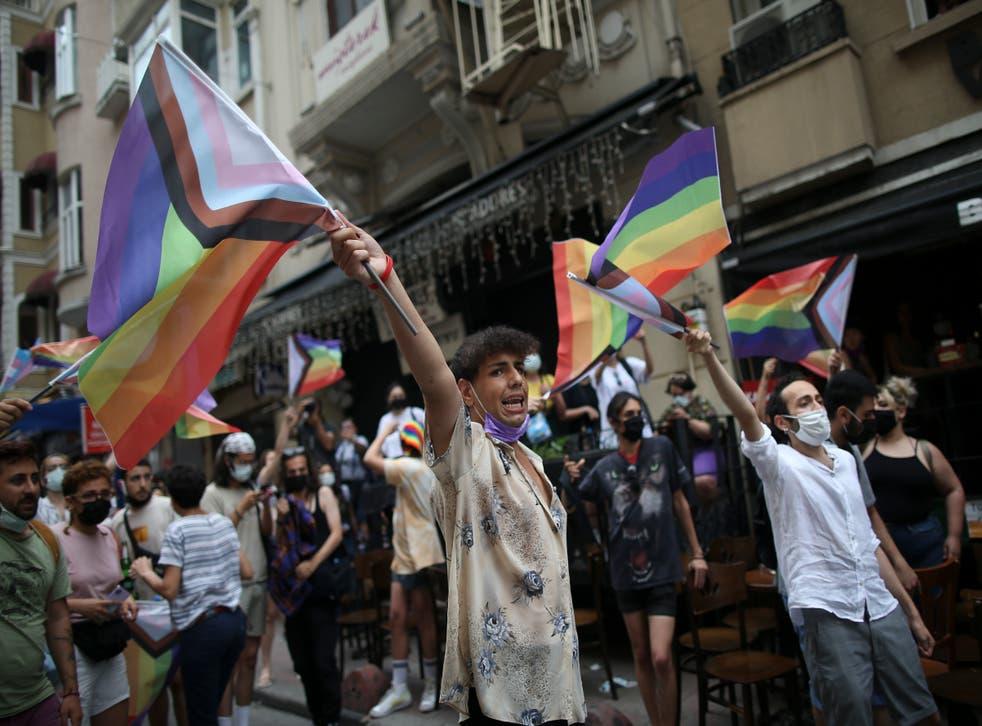 EUROPA DESFILES GAY