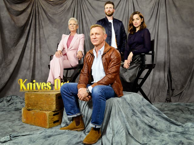 <p>Daniel Craig, Jamie Lee Curtis, Chris Evans, and Ana de Armas at a photocall for 'Knives Out' on 15 November 2019 in Los Angeles, California</p>