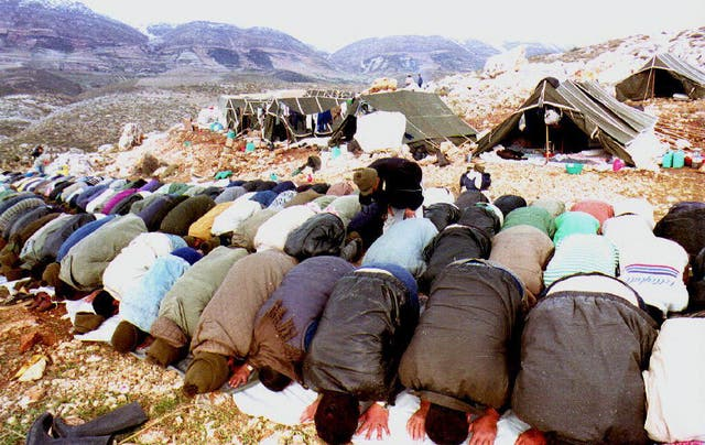 <p>Palestinian deportees, who made an unsuccessful attempt to return to their homes in the occupied territories, pray outside their tents</p>