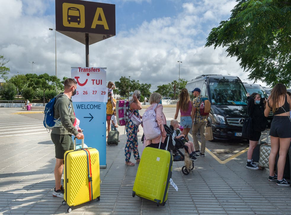 <p>Brits departing Spain for the UK advised to get PCR tests</p>
