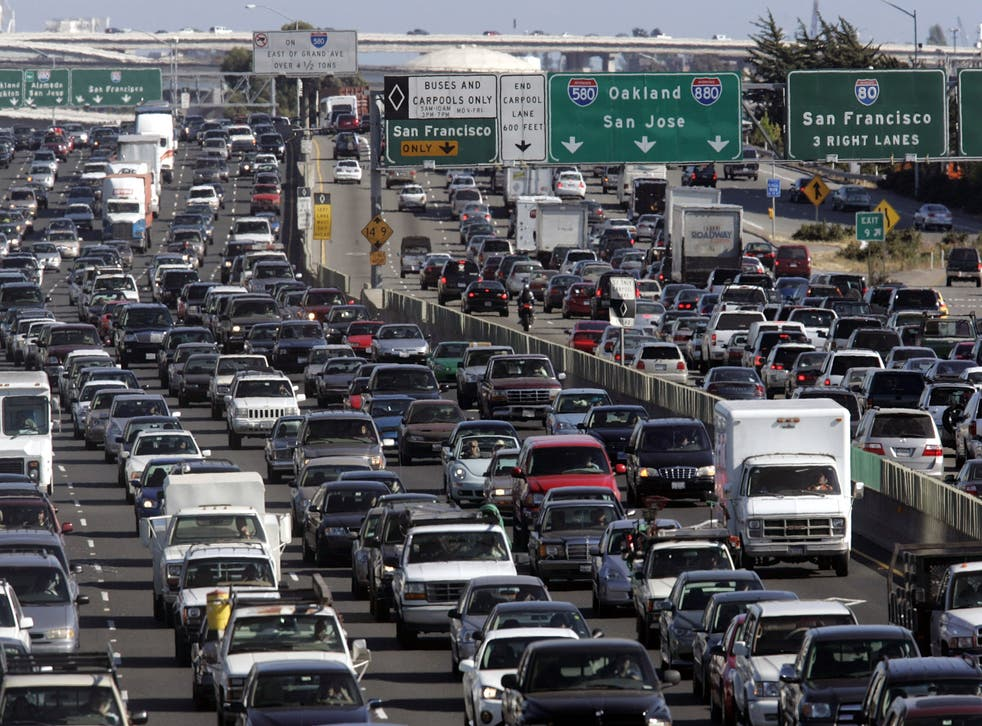 <p>Everyone wanting to head out for the Independence Day weekend means lot of traffic on the roads.</p>