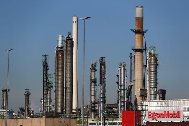 <p>Exxon Mobil refinery in the Port of Rotterdam </p>