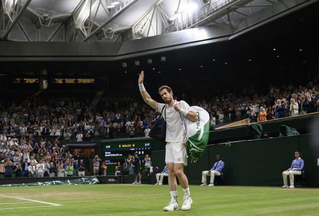 <p>Andy Murray se despidió de la pista central tras la derrota de Denis Shapovalov</p>