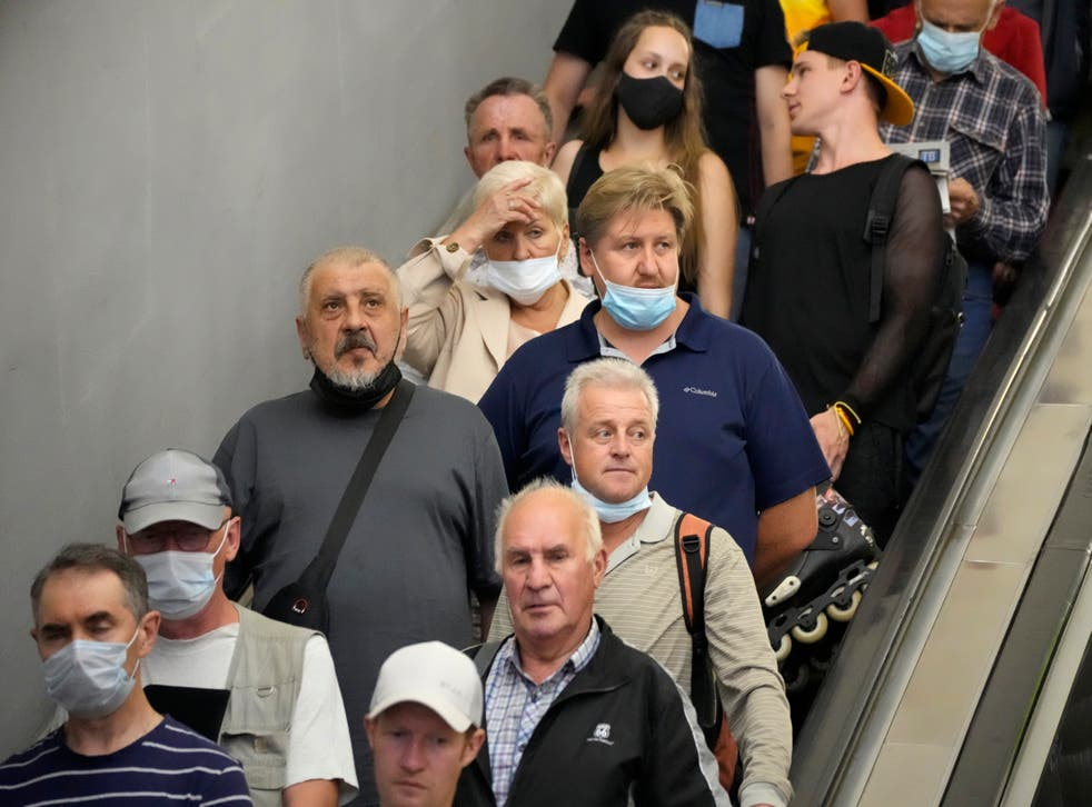 <p>Leading doctors are urging the government to maintain some protective measures </p>