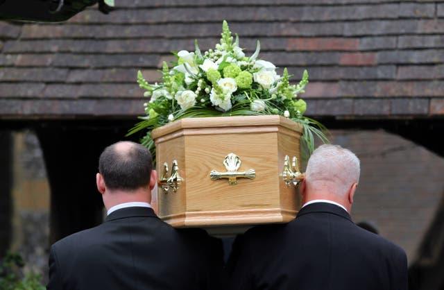 <p>Un funeral</p>