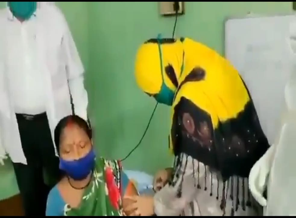 <p>Trinamool party councillor Tabassum Ara gives vaccination to a rural woman in Asansol city, West Bengal</p>