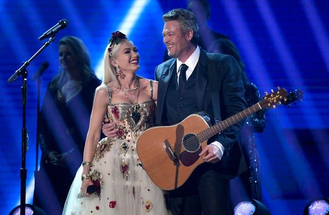 <p>Gwen Stefani y Blake Shelton se presentan en el escenario durante la 62a Entrega Anual de los Premios GRAMMY en el Staples Center el 26 de enero de 2020 en los Ángeles, California.</p>