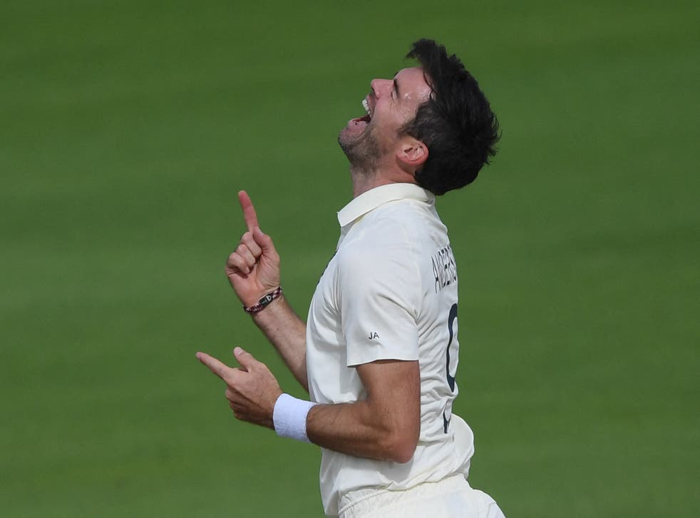 <p>James Anderson has 1,000 first-class wickets</p>