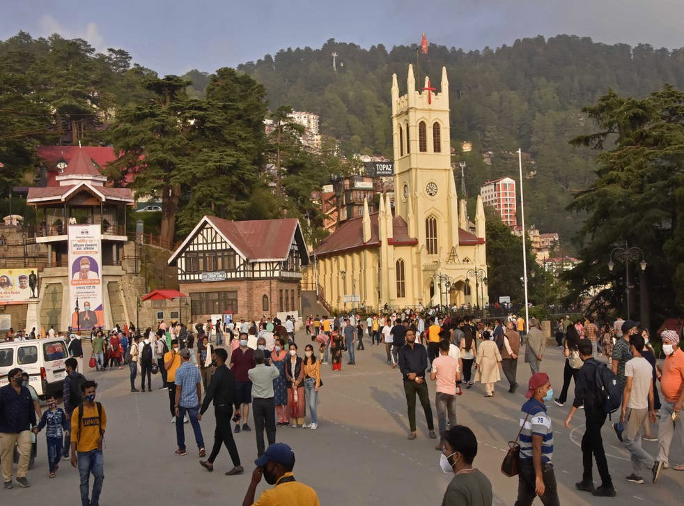 <p>Tourists around the ridge area of Shimla in India's Himachal Pradesh state on 6 July, 2021</p>