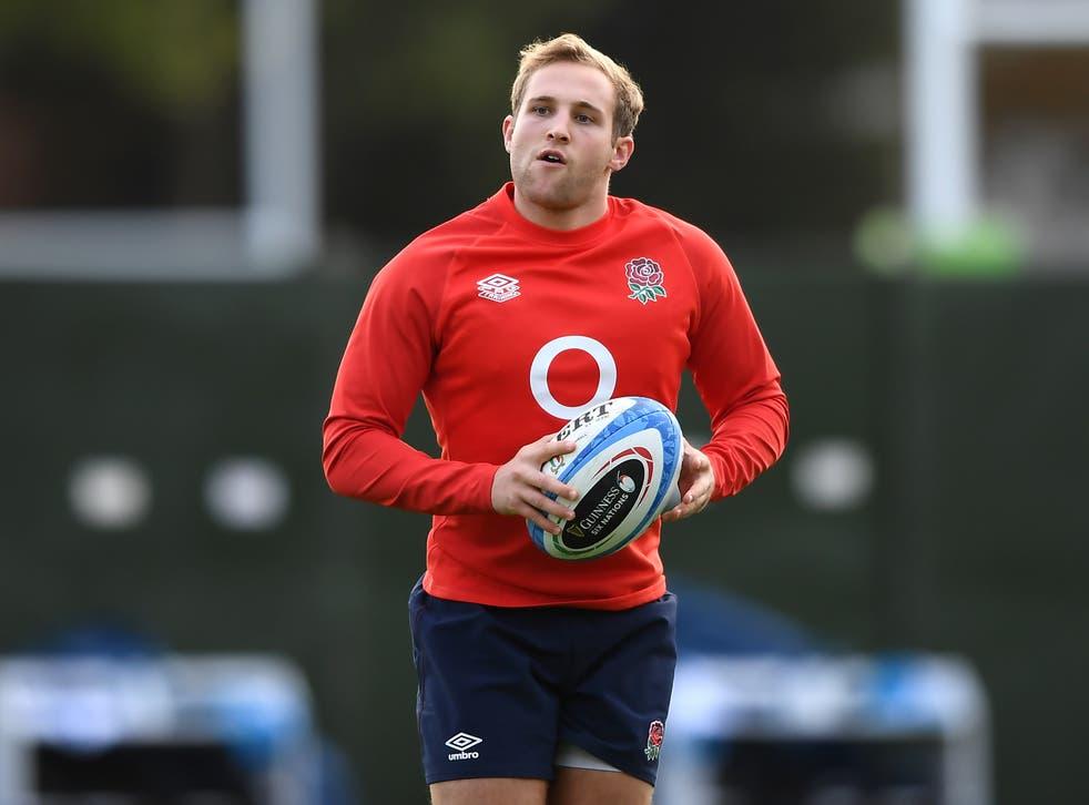 <p>England back Max Malins has a shoulder injury</p>