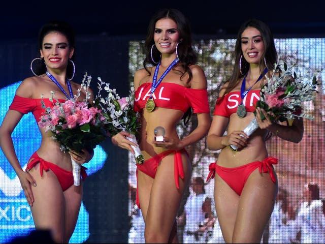 <p>Las concursantes de Miss México posan con trajes de baño durante el concurso de belleza de Miss México, donde algunas concursantes dieron positivo por la enfermedad del coronavirus junto con un miembro del personal, en Chihuahua, México el 30 de junio de 2021</p>