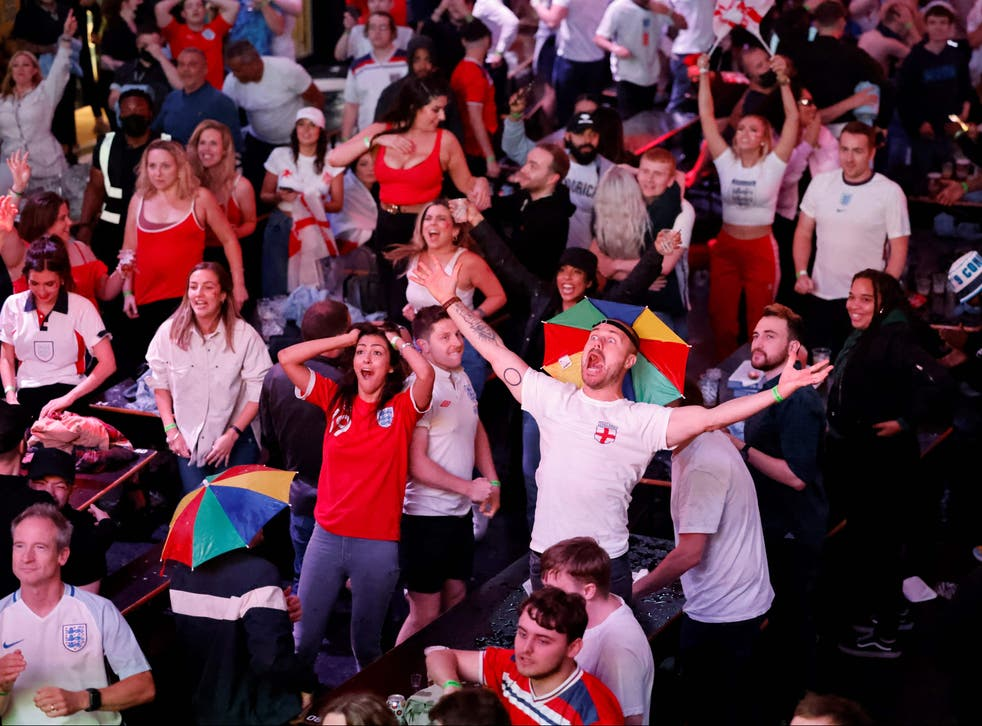 <p>England supporters celebrate England's penalty and second goal as they watch the UEFA EURO 2020 semi-final football match </p>