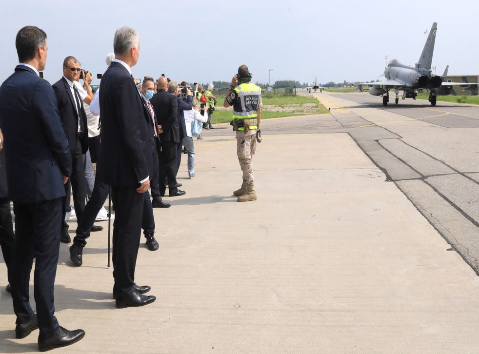 <p>Mr Sanchez and Mr Nauseda stood aside as the Spanish jets took off </p>