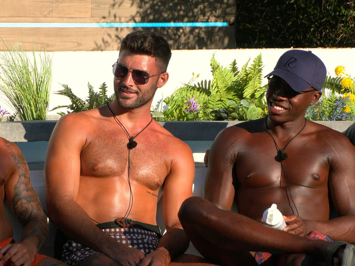 What's the R model that everybody is carrying on Love Island?