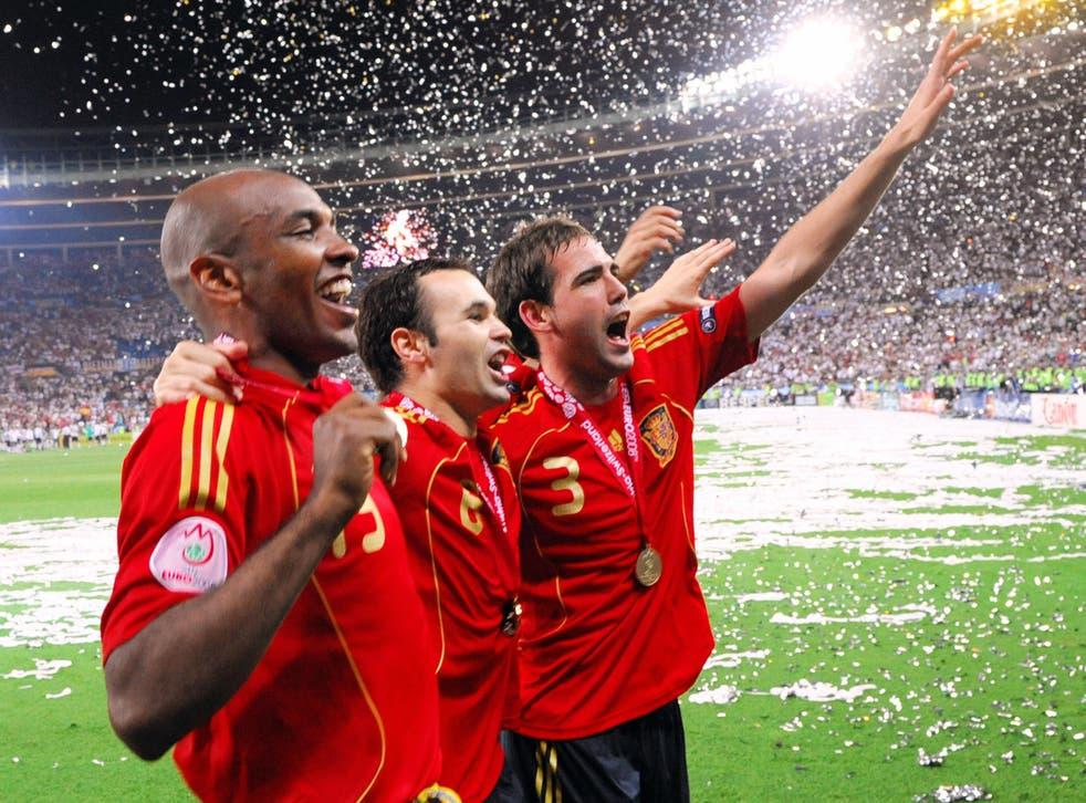 <p>Andrés Iniesta (centre) celebrates winning the European Championship in 2008</p>