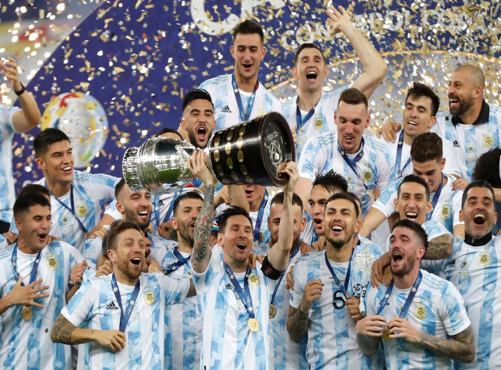 Lionel Messi lifts the Copa America trophy