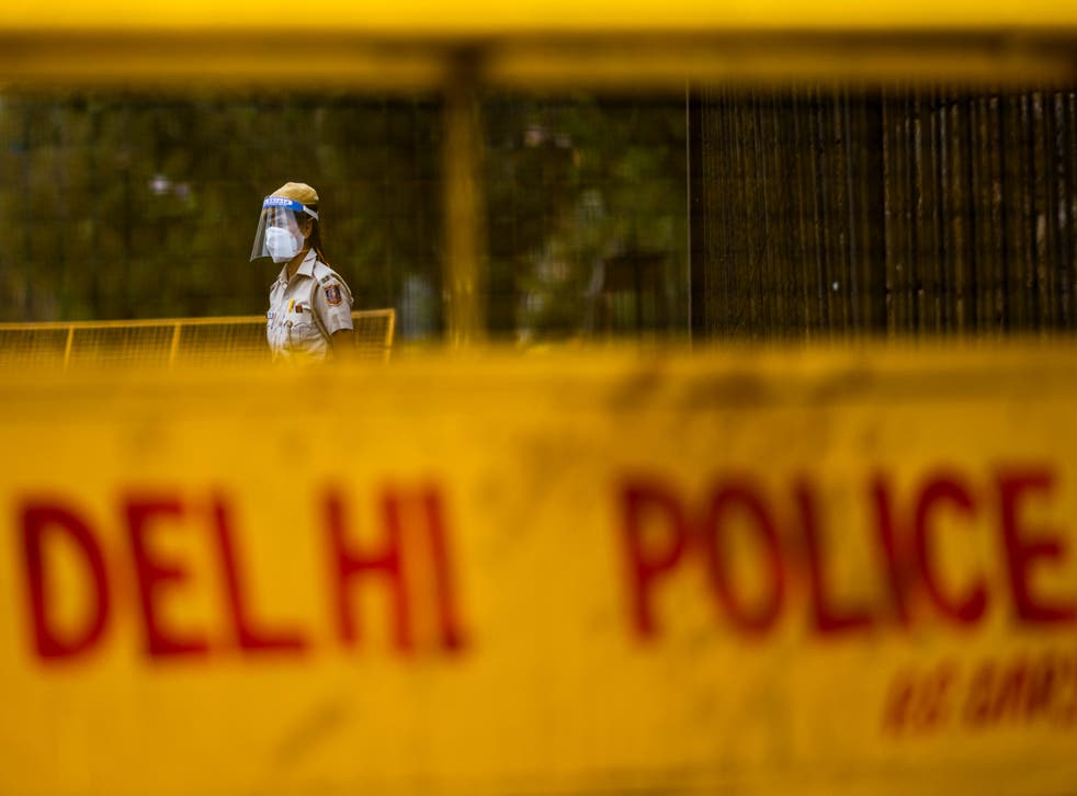 <p>File: A police officer stands guard at a roadblock in Delhi on 20 April, 2021</p>