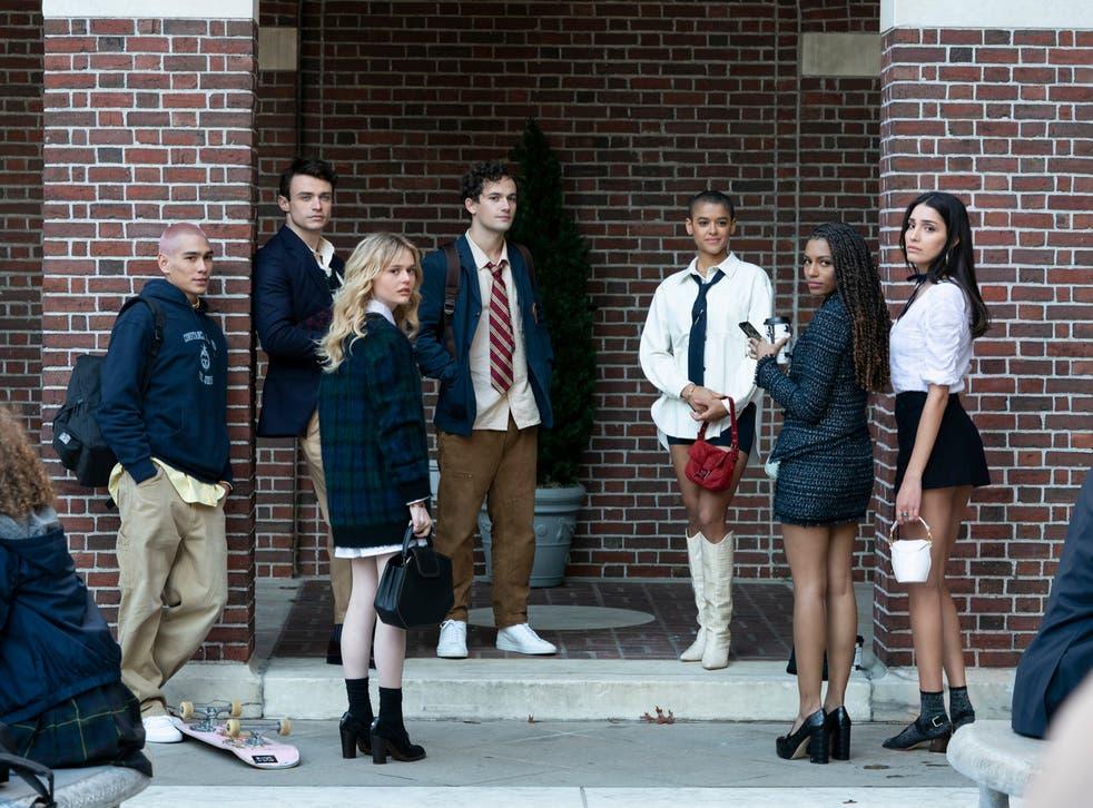 <p>Evan Mock, Thomas Doherty, Emily Alyn Lind, Eli Brown, Jordan Alexander, Savannah Smith, and Zion Moreno in the 'Gossip Girl' reboot</p>