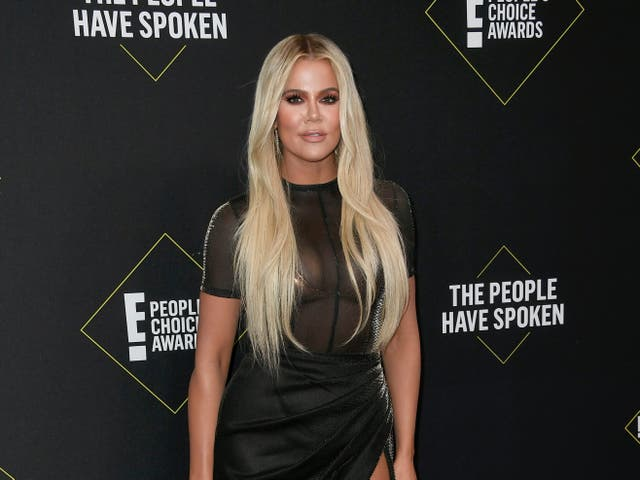 <p>Khloe Kardashian accused of Photoshopping picture because of toes </p>