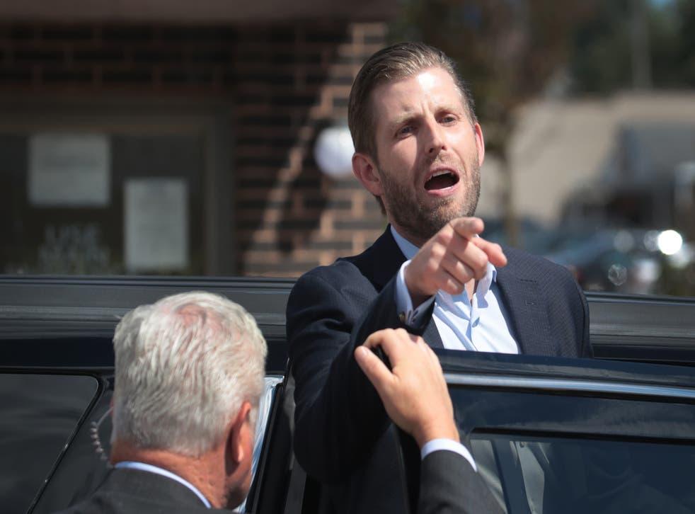 <p>Eric Trump, el hijo del ex presidente Donald Trump, supuestamente gritó a los asistentes de campaña, según un nuevo libro de dos periodistas ganadores del Premio Pulitzer.</p>