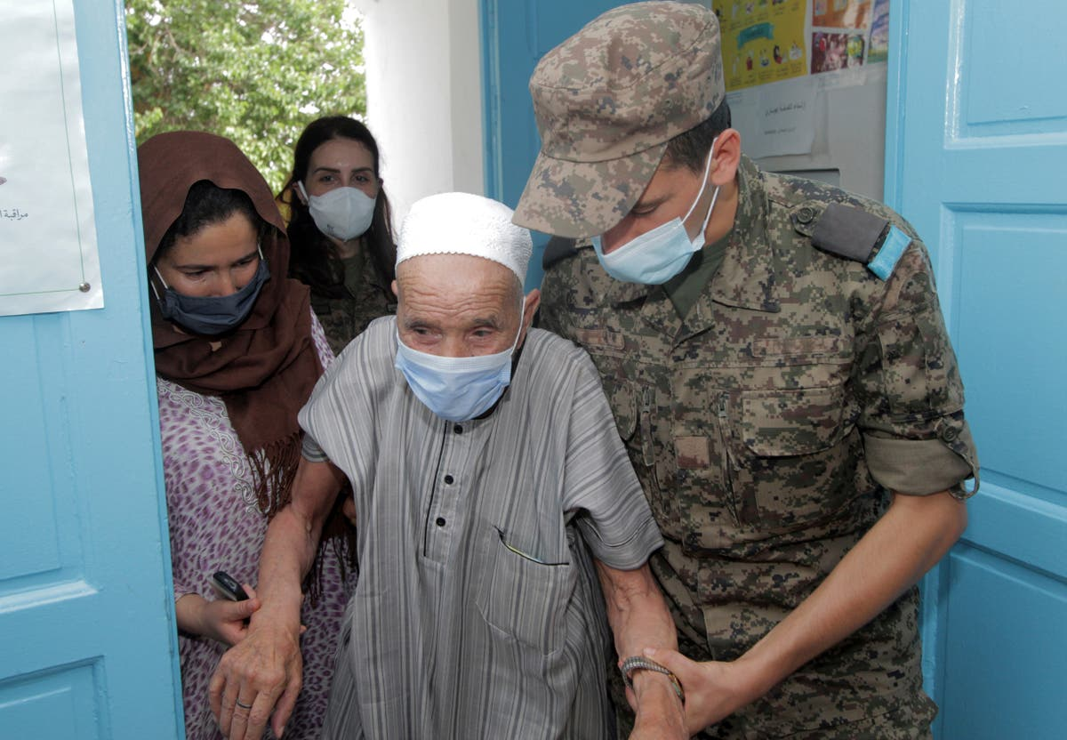 Image Tunisia puts military on vaccination duty as cases soar